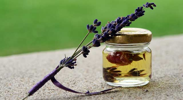 How to Mix Essential Oils for Aromatherapy