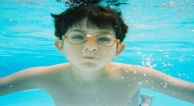 how to swim in swimming pool for beginners