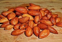 Why People Eat Soaked Almonds